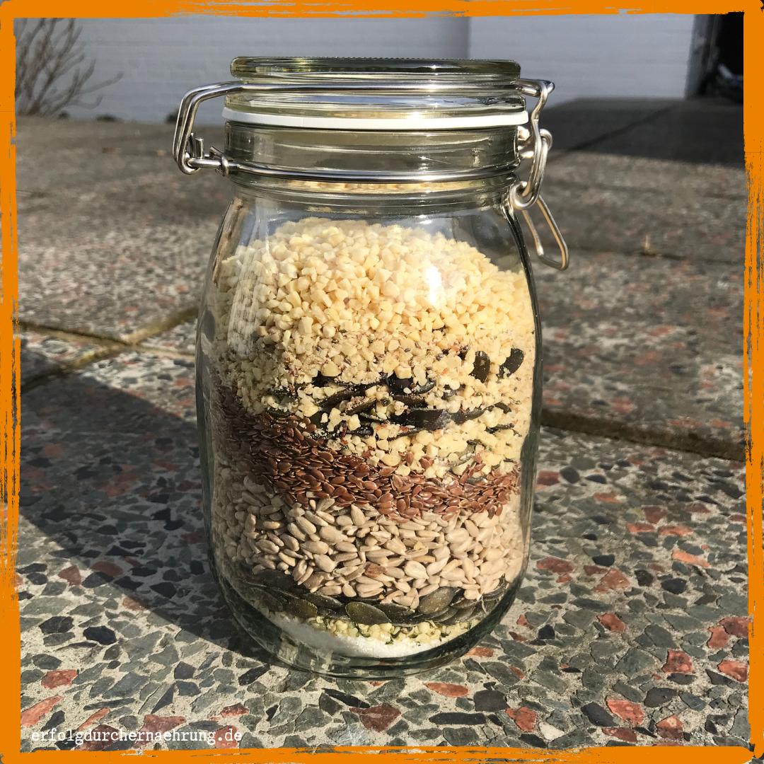 Gesunde Rezepte - proteinreiche Nussmischung als Basis mit Dr. Gabriela Hoppe | Erfolg durch Ernährung | Deine Ernährungsspezialistin & Heilpraktikerin in Hannover/Isernhagen | Bild by Gabriela Hoppe